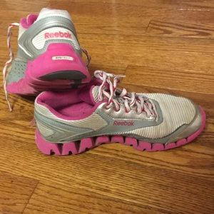 Reebok zig-tech pink and gray tennis shoes size 4